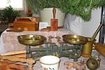 Zajímavým doplňkem byla ukázka starého nádobí našich babiček, ve které nechyběly mlýnky, nabíječka na jitrnice a váhy