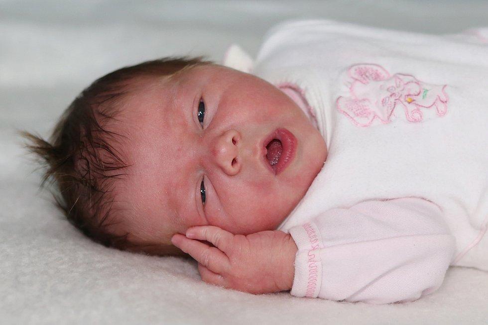 Taťána Papoušková se narodila 12. června 2021 v Příbrami. Vážila 3370g. Doma v Rymáni ji přivítali maminka Kamila, tatínek Michal a devítiletá Šárka.