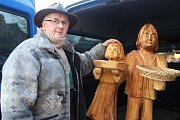 Na výstavbu dřevěného betléma na Husově náměstí v Berouně osobně dohlížel jeho tvůrce řezbář Jan Viktora z Hýskova.