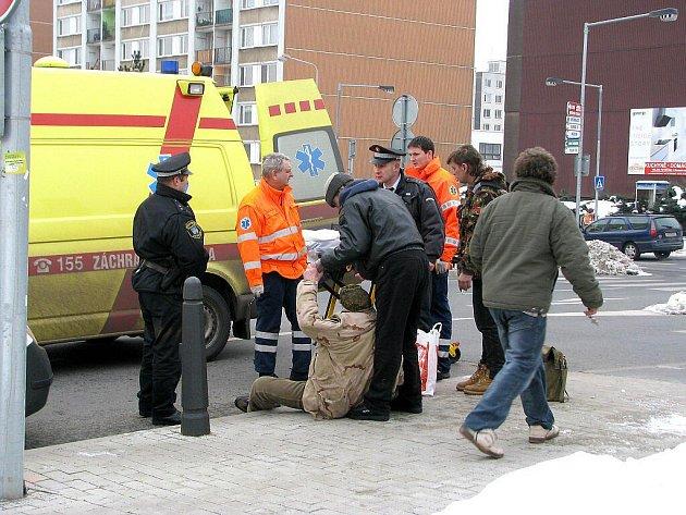 Opilý bezdomovec budil v centru Berouna pohoršení