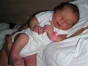 JMÉNO Linda vybrala maminka Barbora Jindrová pro dcerku, která se jí narodila 13. ledna 2018. Linduška se po porodu mohla pochlubit pěknou váhou 3,95 kg a mírou 51 cm. Z holčičky se radují tatínek Tomáš a sestřička Barunka (3) Jindrovi.