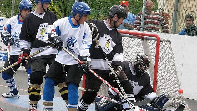 Nižborští hokejbalisté porazili v prvním zápase play off Amálku 5:4