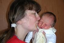 Šťastná maminka Milena Farská chová v náručí prvorozenou dcerku Helenku, která má jméno po své babičce. Helenka se narodila 9. května, vážila 2,99 kg a měřila 51 cm. Tatínek Jaroslav si dcerku a manželku odvezl z porodnice do Berouna – Zavadilky.