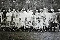 Obec Loděnice v minulém století navštívil fotbalový oddíl Slavie s Pláničkou, Bicanem a dalšími hráči.