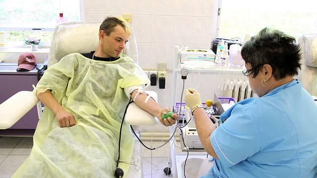 Dobrovolníci darují v Hořovicích krev.