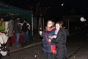 Vánoční trhy v Hýskově přilákaly desítky lidí.