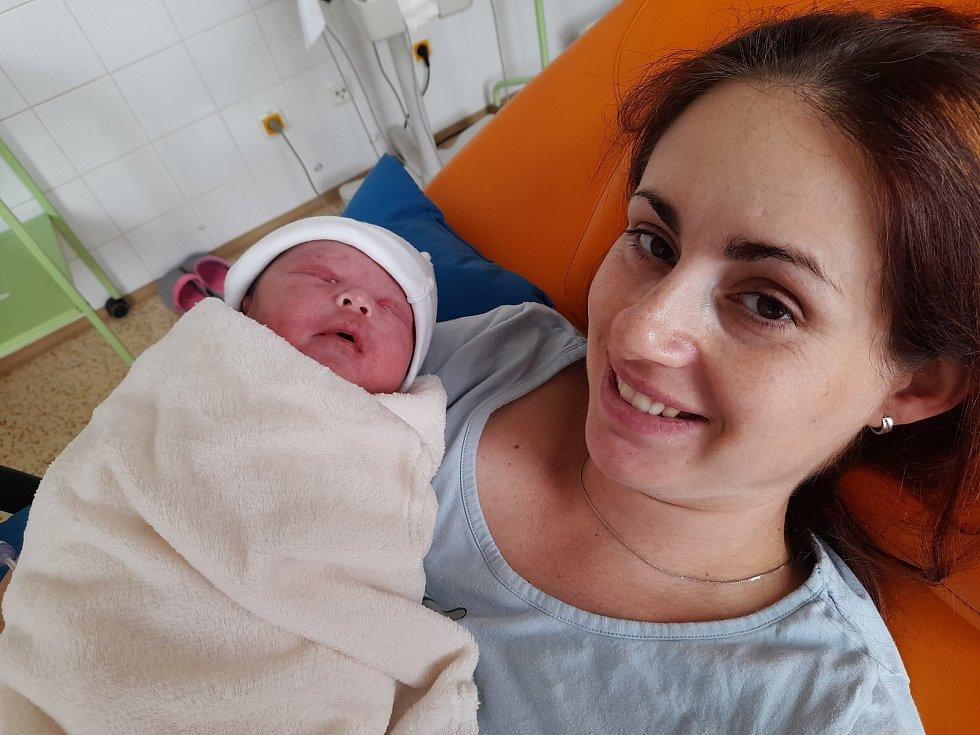 Jakub Kareta se poprvé na svět podíval 14. července 2021 ve 13.14 hodin v čáslavské porodnici. Vážil 3700 gramů a měřil 50 centimetrů. Doma ve Vrdech ho přivítali maminka Jiřina, tatínek Tomáš a dvouletý bráška Tomášek.