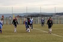 Čtrnáct dnů před začátkem soutěží se soupeři utkali v Újezdě.