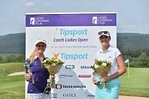 Loňská vítězka, Skotka Carly Booth  (ve fialovém) a nejlepší amatérka Patricie Macková.