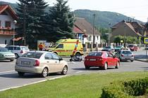Motorkář se v Loděnici střetl s osobákem