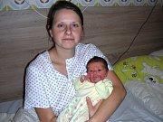 ŠŤASTNÁ maminka Daniela Kučerová chová v náručí dceru Lucii, kterou přivedla na svět 8. prosince 2017. Holčička v ten den vážila 3,14 kg a měřila 48 cm. Doma v Újezdu u Hořovic na Lucinku čekali tatínek Josef a sestřička Verunka (3,5) Karkošovi.
