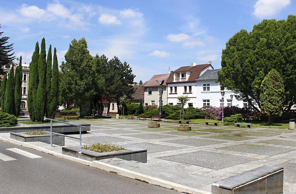 Náměstí míru v Komárově.