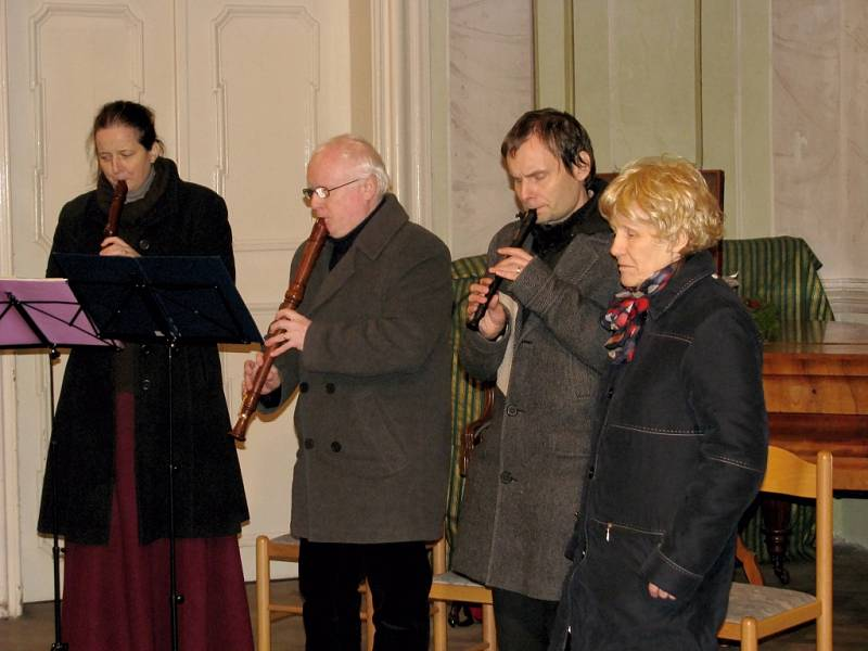 Novoroční setkání v Lochovicích zpestřil koncert i dětské divadelní představení