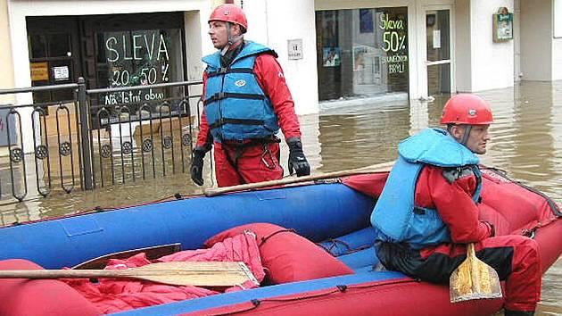 Srpnová povodeň v rocce 2002 zaplavila berounské náměstí.