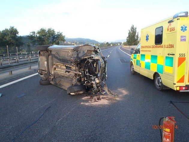 Nehoda osobního auta uzavřela dálnici