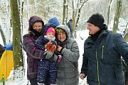 Mrazivé počasí neodradilo stovky lidí od tradičního loučení ze zimou na Koukolově hoře v Králově Dvoře.