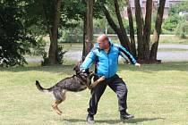 Návštěvníci mohli vidět například ukázku policejních psovodů.