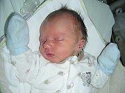 Prvorozený syn rodičů Terezy Markové a Jaroslava Mračka přišel na svět v pátek 14. března s váhou 2,65 kg a mírou 47 cm. Maminka a tatínek připravili pro chlapečka postýlku a hračky doma v Cheznovicích.
