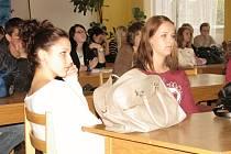 Beseda o těžbě břidlicových plynů se studenty OA Beroun.
