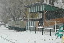 Sobotní sněhová nadílka nepustila na hřiště řadu mužstvev.