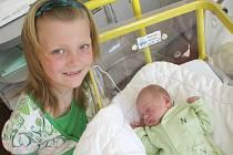 Osmiletá sestřička Kačka Fejfarová se doma ve Rpetech radovala z narození brášky Matyáše, který přišel na svět v neděli 26. 4. s váhou 3,56 kg a mírou 51 cm. Maminka Zuzana a tatínek Jan se moc těší, až si svého synka odvezou z porodnice domů.