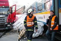 V Srbsku narazil vlak do kamionu, který uvízl na přejezdu