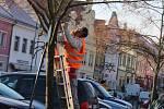 Světelné prvky a jiné vánoční dekorace už několik dnů zdobí hlavní ulice a centra měst berounského regionu. Jejich nákup není levnou záležitostí.