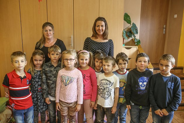 Prvnáčci vZákladní škole ve Vráži.
