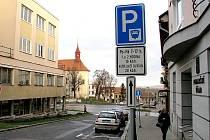 V centru města Hořovice zaplatíte parkování v automatech