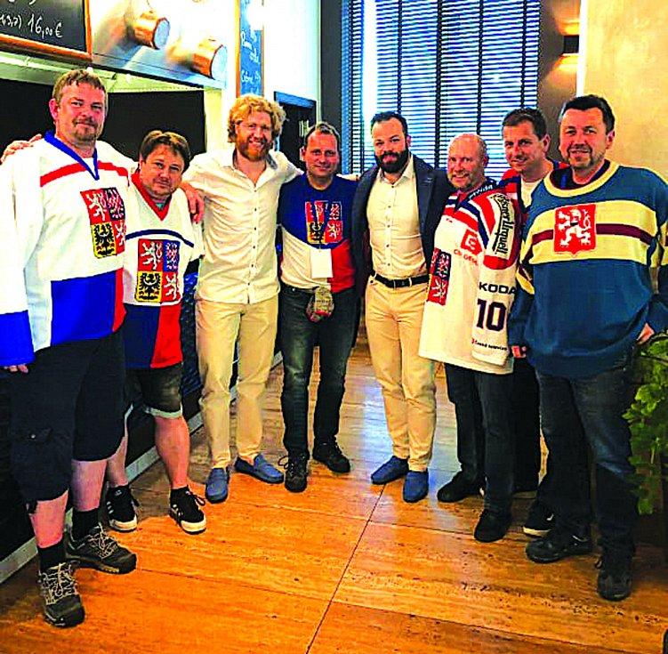 Fotbalisté Cembritu Beroun se v Bratislavě potkali se svým příznivcem Radkem Gudasem a Jakubem Voráčkem.