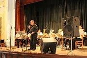 Orchestr bavil ve čtvrtečním odpoledni desítky posluchačů.