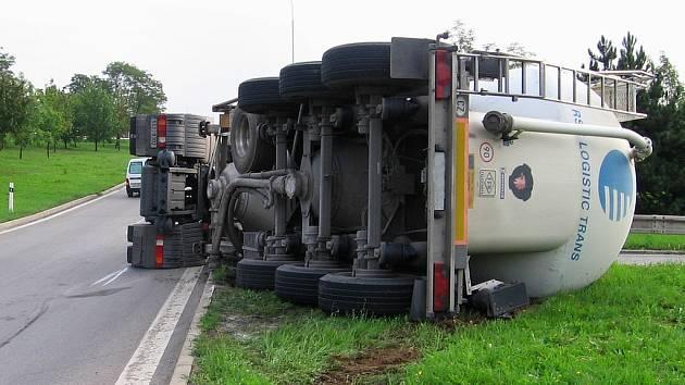 Nehoda cisterny.