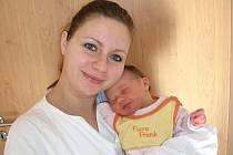 Nikolka se rozhodla, že na svět přijde v sobotu 5. března a udělá tak šťastnými své rodiče Petru Šitnerovou a Martina Pivoňku. Po porodu vážila Nikolka 3,32 kg a měřila 47 cm. Maminka a tatínek připravili pro prvorozenou dcerku postýlku doma v Rokycanech.