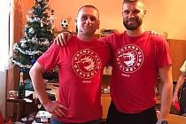 Společně se synovcem zapózoval ve Zdicích v dresu třineckých Ocelářů Miroslav Porsch.