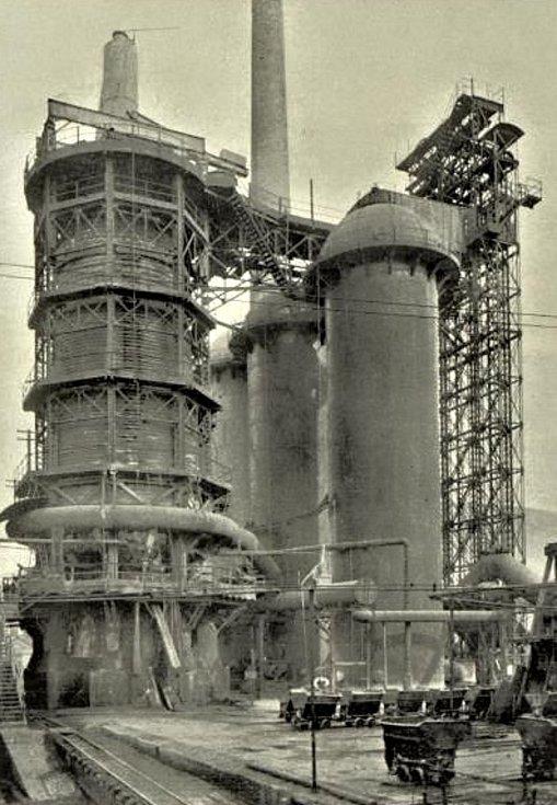 Králodvorské železárny jsou spjaty s historií Králova Dvora už desítky let. Vysoká pec z roku 1911.