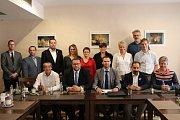 V pátek byla v Berouně podepsána koaliční dohoda o novém vedení Berouna. Starostou se stal Ondřej Šimon, místostarosty budou Dušan Tomčo a Kamíl Machart.