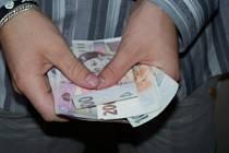 Na průměrnou měsíční mzdu si šáhne maximálně třetina lidí