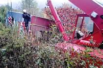 Hasiči vytahovali kamion u Žloukovic