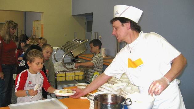 Rekonstrukce jídelny Jungmannovy základní školy spěje ke konci