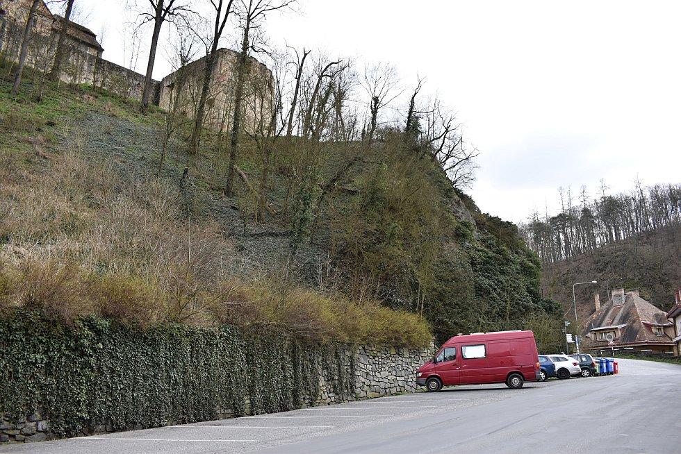 Někteří turisté se v posledním březnovém víkendu vydali pozorovat krásy Křivoklátska.