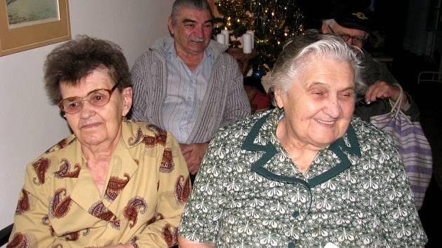 Zleva: Jana Vlková a Věra Hatinová - Dům s pečovatelskou službou v Žebráku