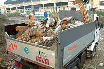 ÚKLID. Černou skládku, která byla nalezena při výstavbě Tipsport laguny, odstranily technické služby.