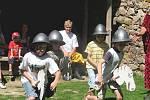 Šermíři přivezli na hrad Točník spoustu zábavy a smíchu
