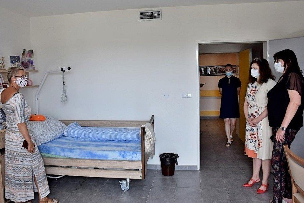 Hejtmanka Jaroslava Pokorná Jermanová navštívila Alzheimercentrum v Černošicích ve středu 15. července 2020.