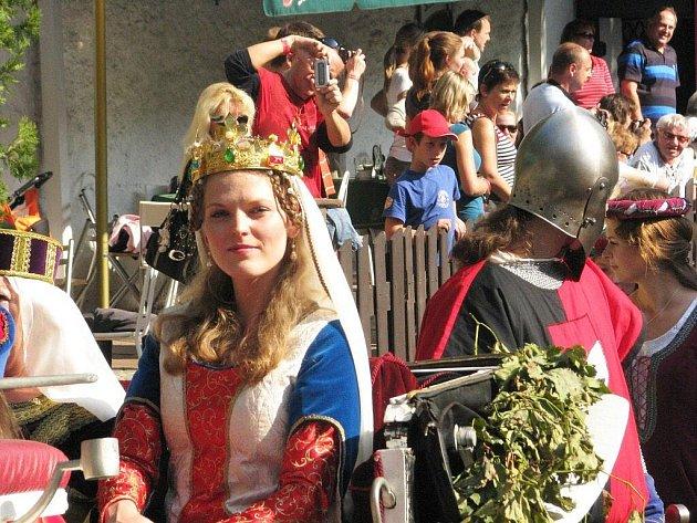 13. ročník vinobraní v Karlštejně se Karlu IV. líbil