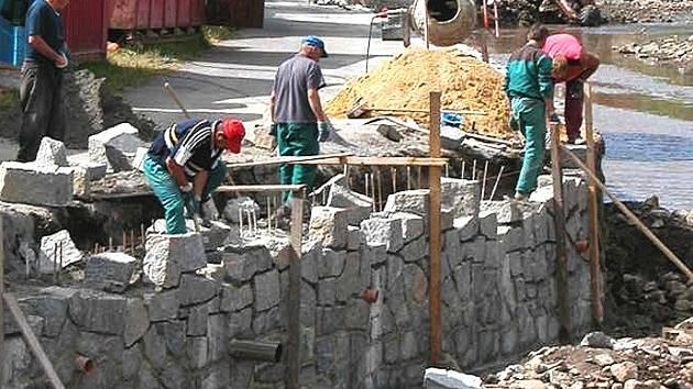 Rekonstrukce vysoké stěny.