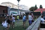 Stovky návštěvníků se bavily poslechem hudby.