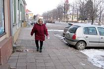 Obyvatelé Hostomic žádají nové chodníky