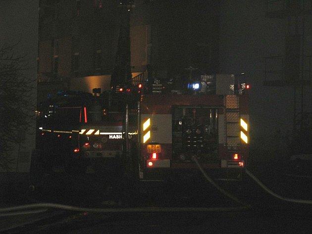 Požár gramofonky likvidovalo devět hasičských jednotek