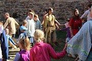Točník o víkendu 15. a 16. září ovládli indiáni a otevřeli jeho brány dětem.